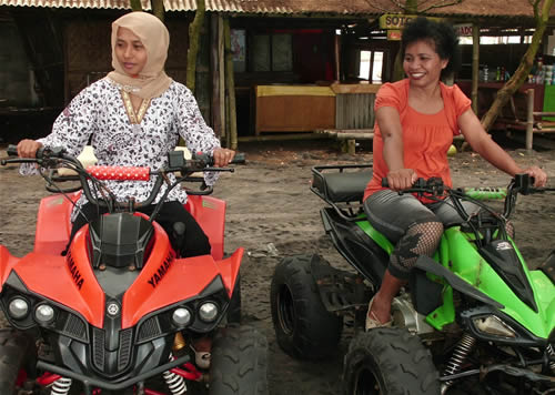 ATV Racing di Pantai Kuwaru