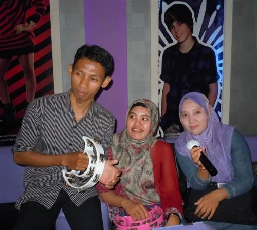 Universitas Borneo di Smile Group Yogyakarta