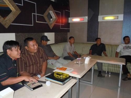 Sekretariat DPRD Pelalawan Dinner di Smile Group