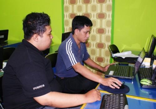 Pelatihan GIS di Smile Group