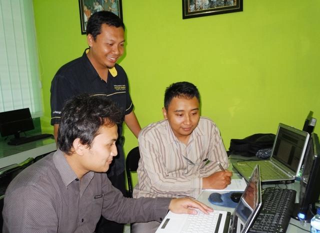 SMK Telekomunikasi Tunas Harapan Semarang Pelatihan CD Interaktif
