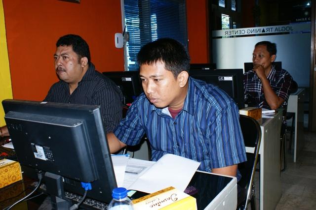 Bapeda Kota Samarinda dan UNTAD Mengikuti Pelatihan CD Interaktif