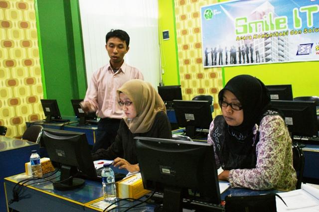 Pelatihan SPSS dan Administrasi Perkantoran di Smile Group Yogyakarta