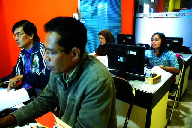 Guru SMK Kehutanan Manokwari Pelatihan Administrasi Perkantoran