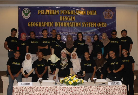 Pelatihan GIS di smile Group