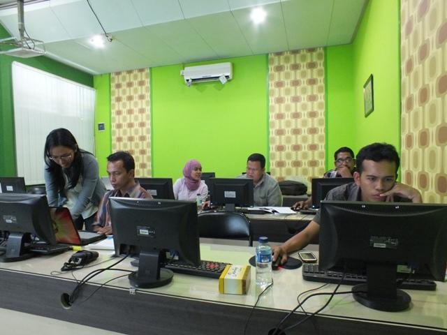 Pelatihan GIS Dasar untuk Dinas Kehutanan, Perkebunan, SPGDT dan WWF
