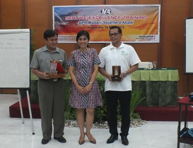 Pelatihan Service Excellence - BPR MSA